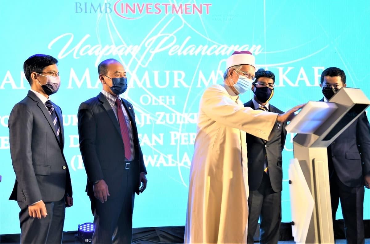 Muazzam_Mohamed,_Chief_Executive_Officer_of_Bank_Islam;_Tan_Sri_Dr_Ismail_Haji_Bakar,_Chairman_of_Bank_Islam;_YB_Senator_Datuk_Dr_Haji_Zulkifli_Mohamad_Al-Bakri